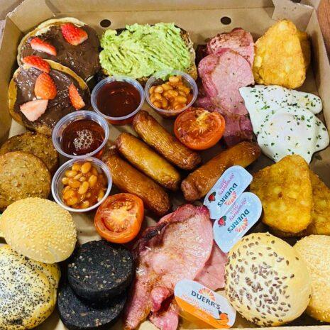 de luxe breakfast box delivery